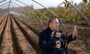 研究生用直播帮果农赚五百万,1年用坏7部手机,跑了8万公里